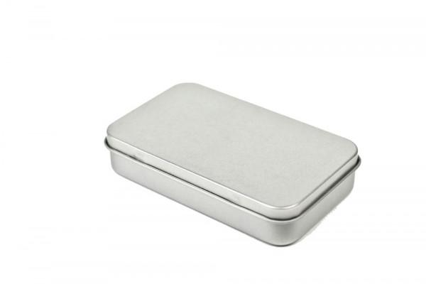 Małe pudełeczko metalowe