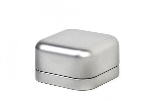 Metalowe pudelko, kwadratowe